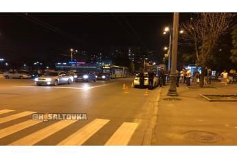 Жахлива ДТП: патрульний автомобіль збив жінку з дитиною на пішохідному переході (фото, відео)