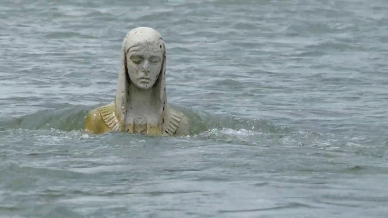 """Результат пошуку зображень за запитом """"Статуя посеред річки Лімниця"""""""