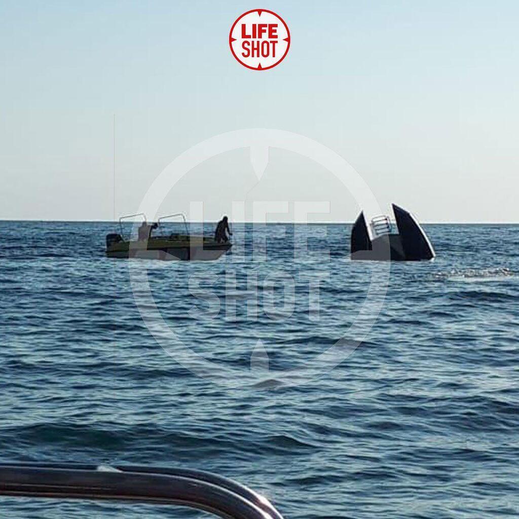 У Чорному морі перекинувся катамаран