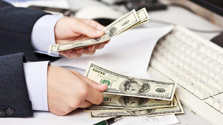 Справжні американські гірки: В Україні різко подорожчали долар і євро