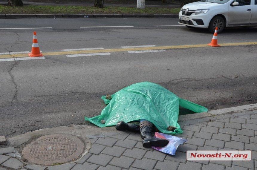 Появилось видео ДТП, в котором «Мерседес» сбил насмерть женщину в центре Николаева
